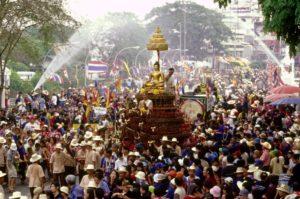 """Фестивалът """"Сонгкран"""" в Тайланд"""