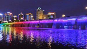 Красив азиатски фонтан